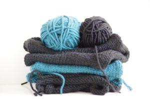 2 pelotes de laine symbolisent les deux partenaires.