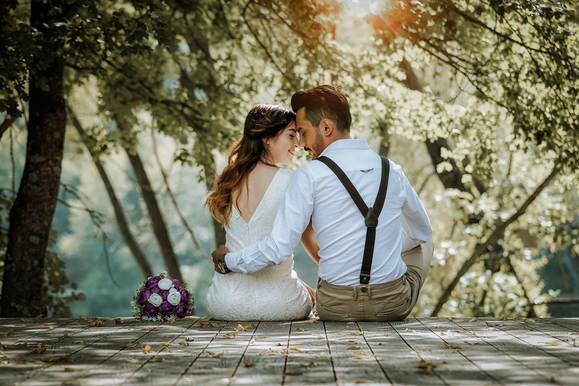 Amour libre ou sous contrat ? Quel est le meilleur choix ?